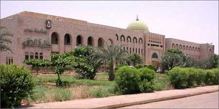 Фото - здание Университета Адена