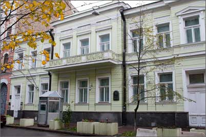 Фото посольства в Києві